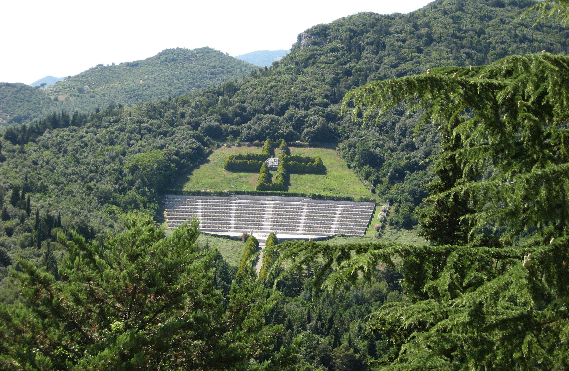Cmentarz wojenny wMonte Cassino Zdjęcie nr 3 Źródło: Pilecka, Cmentarz wojenny wMonte Cassino, licencja: CC BY 3.0.