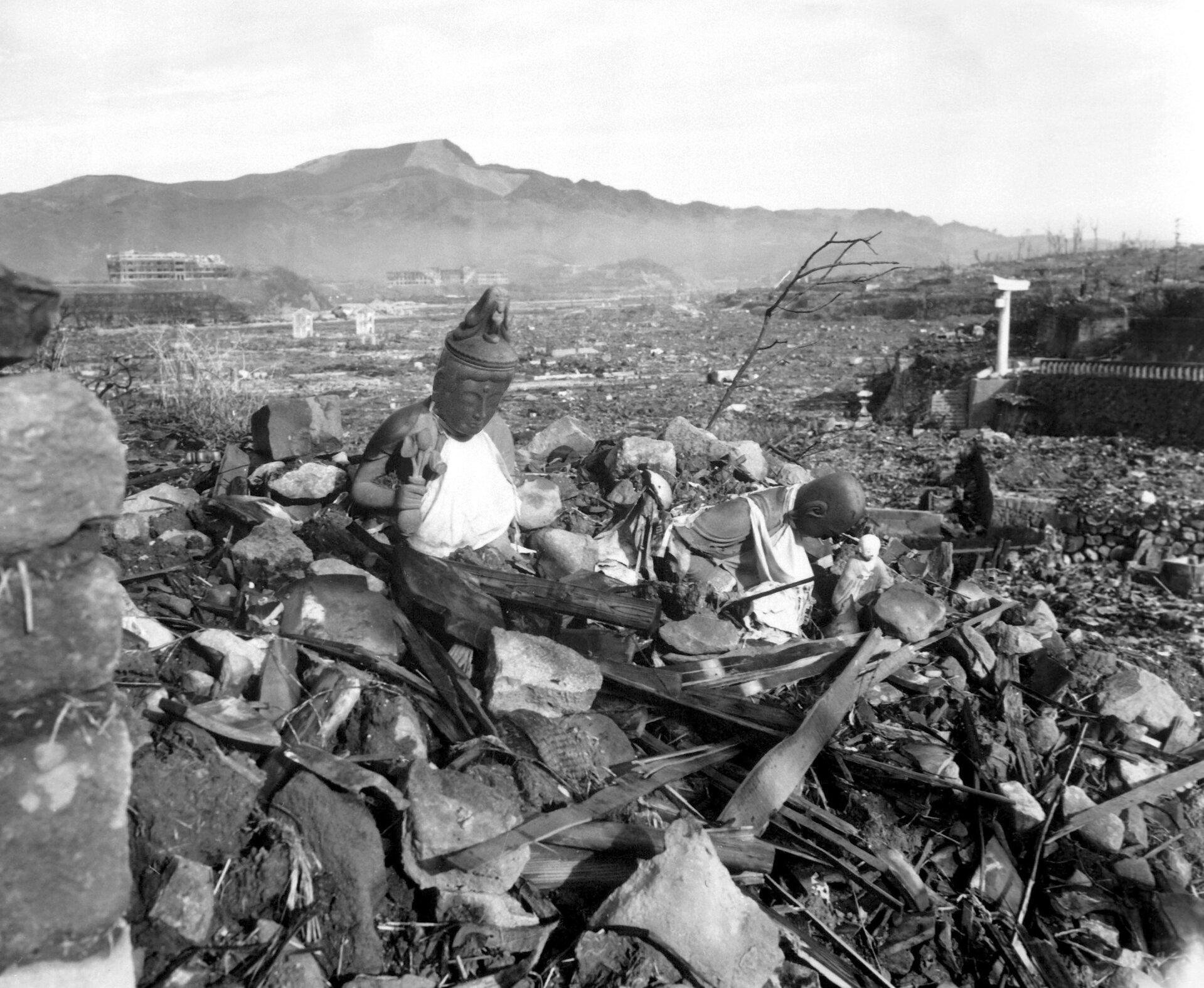 Ruiny Nagasaki po wymuchu bomby atomowej Zdjęcie nr 3 Źródło: Cpl. Lynn P. Walker, Jr. (Marine Corps), Ruiny Nagasaki po wymuchu bomby atomowej, licencja: CC 0.