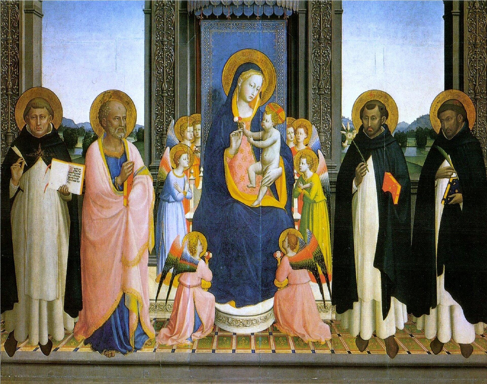 """Ilustracja przedstawia obraz """"Madonna zDzieciątkiem"""" autorstwa Fra Angelico. Dzieło ukazuje Matkę Boską zDzieciątkiem zasiadającą na wysokim tronie zbaldachimem. Umieszczona wcentrum postać Marii ubrana jest wczerwoną suknię okrytą ciemno-niebieskim płaszczem zżółtym wykończeniem. Jej ujęta zpółprofilu twarz wyraża smutek, oczy skierowane są na odbiorcę. Na kolanach trzyma małego, nagiego Jezusa. Postać Marii otoczona jest aniołami. Po obu stronach świętej pary artysta umieścił postacie proroków iświętych waureolach. Tło stanowi wnętrze odwóch, dużych oknach, wktórych widoczny jest górzysty pejzaż zdużą płaszczyzną błękitnego nieba. Horyzontalna, symetryczna kompozycja wykonana została wtechnice temperowej."""