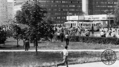 Wojna polsko-jaruzelska. Postawy Polaków iświata wobec stanu wojennego