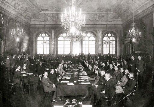 Między młotem akowadłem. Polityka Niemiec iZSRS wobec Polski wlatach 20.