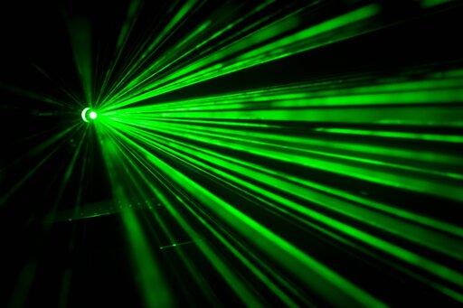 0776 Badanie biegu światła wróżnych ośrodkach