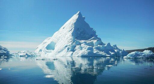 Dlaczego lód pływa po wodzie?